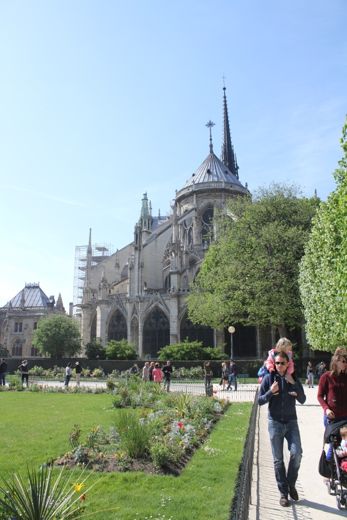 Notre Dame takaa